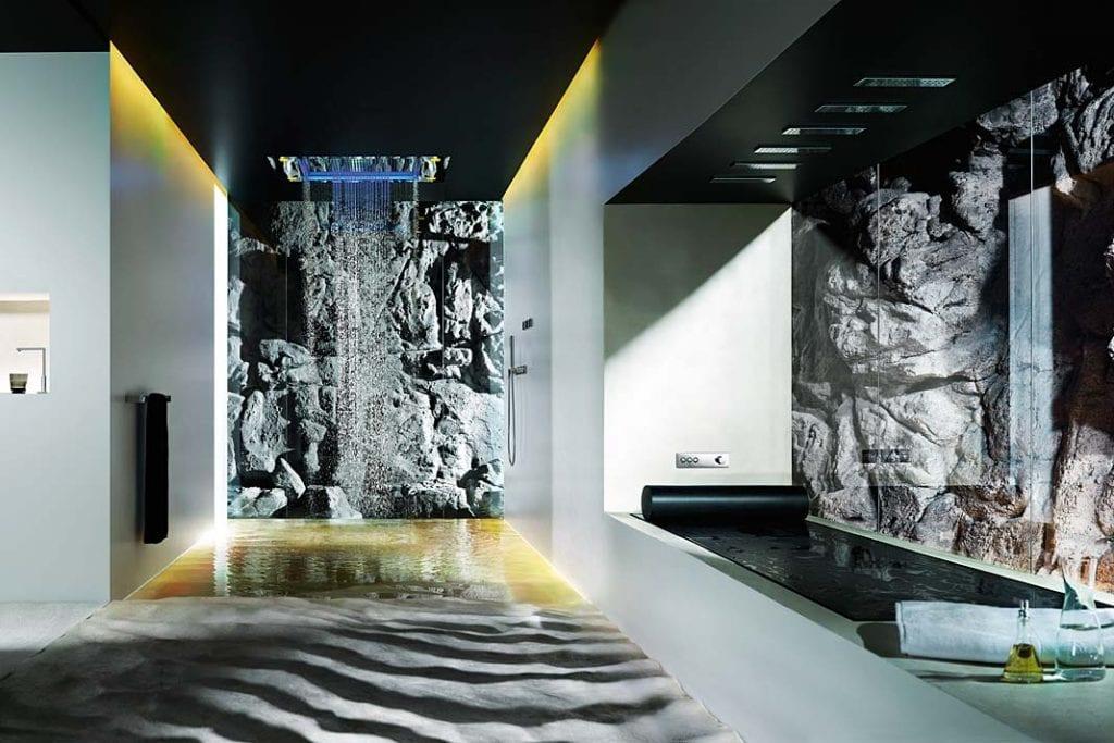 Łazienka jak górska grota. Spływające niczym wodospad kaskady wody - Dornbracht Sensor Sky.