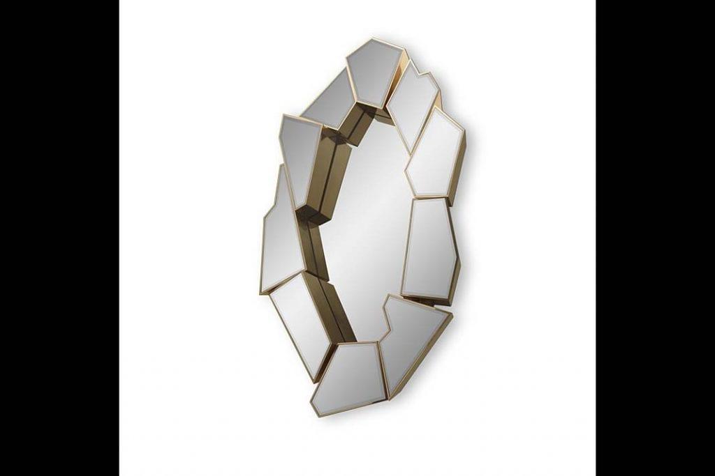 Model Crackle marki LUXXU powstał zpolerowanego mosiądzu iprzyciemnionego szkła.