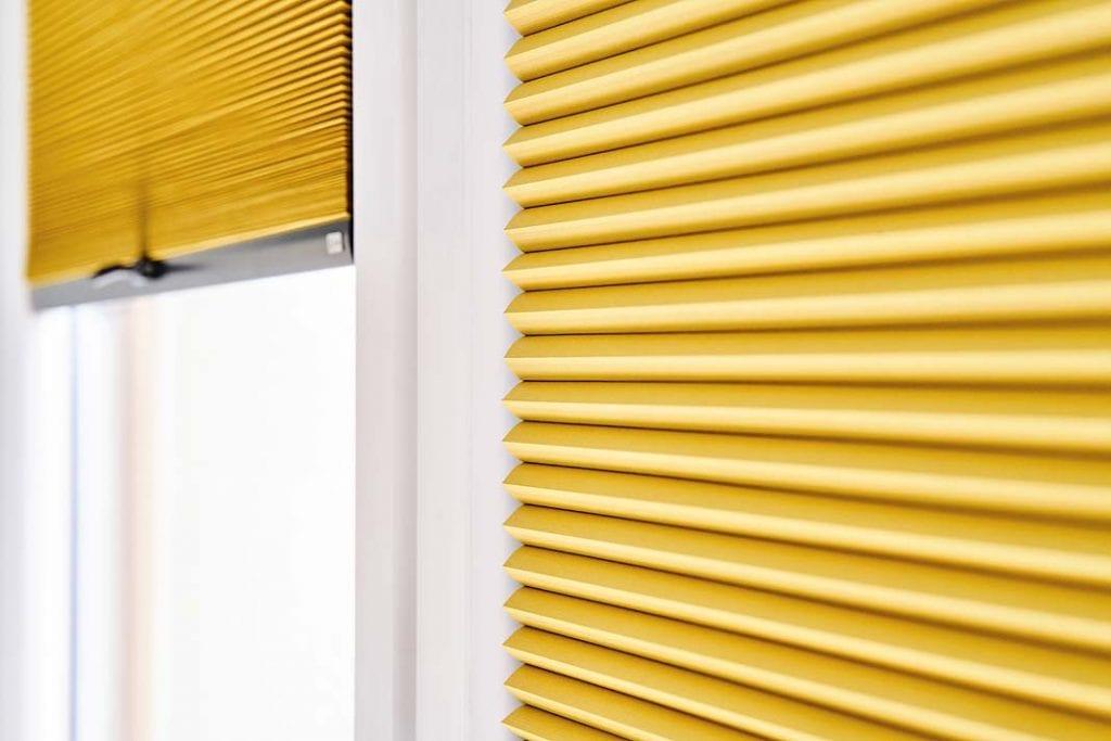 plisowane żaluzje Eve z oferty firmy Anwis w kolorze żółtym