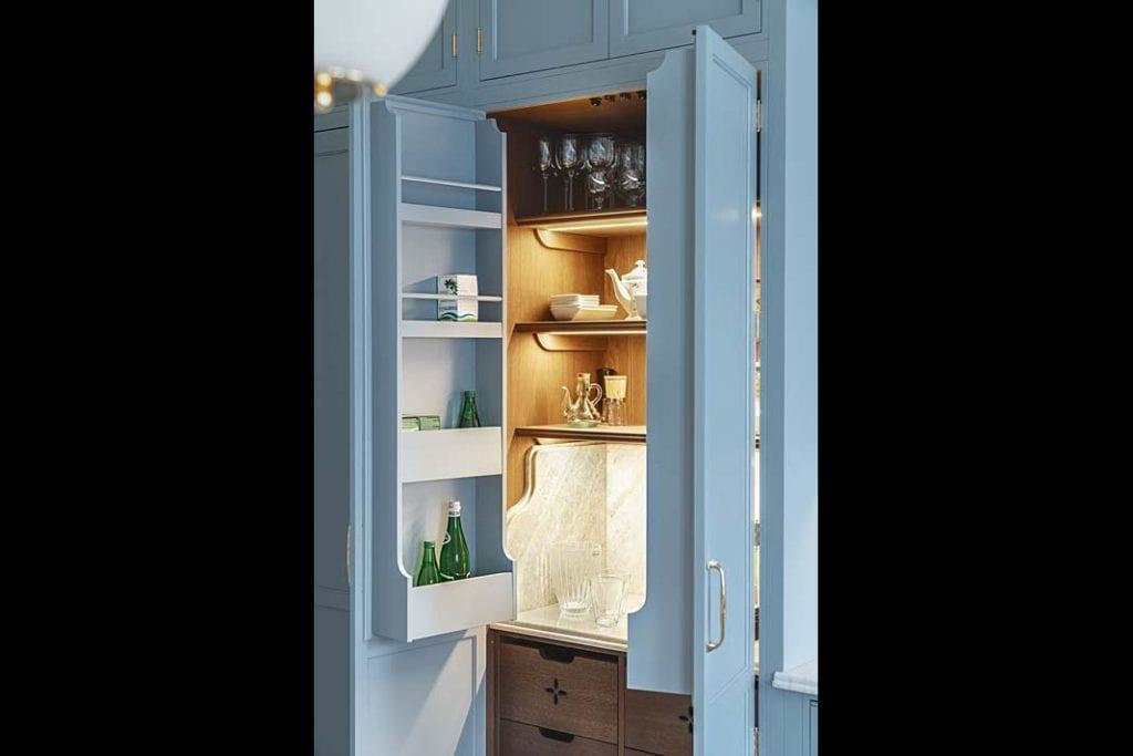 podświetlane wnętrze szafki kuchennej