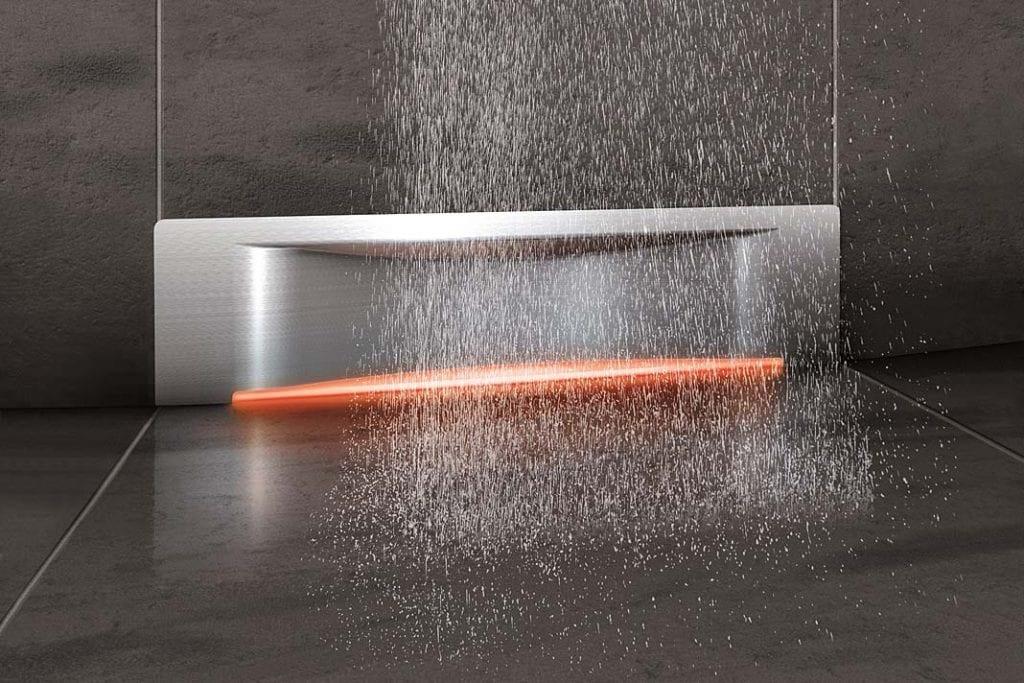 Podświetlany odpływ ścienny Scada firmy Kessel pomoże stworzyć wymarzoną aranżację w strefie prysznica.
