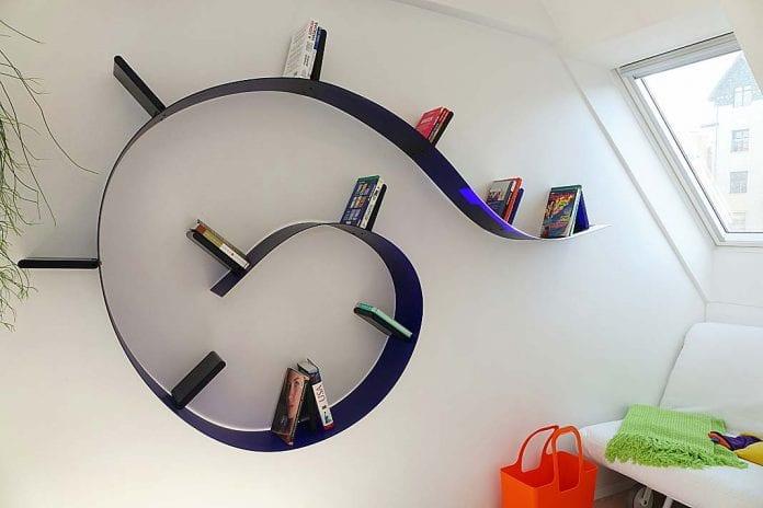 spirala biblioteka przybrała formę oryginalnego mebla