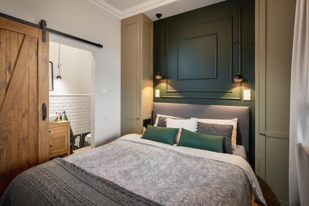 Funkcjonalne mieszkanie dla rodziny. Sypialnia z zabudową przy łóżku.