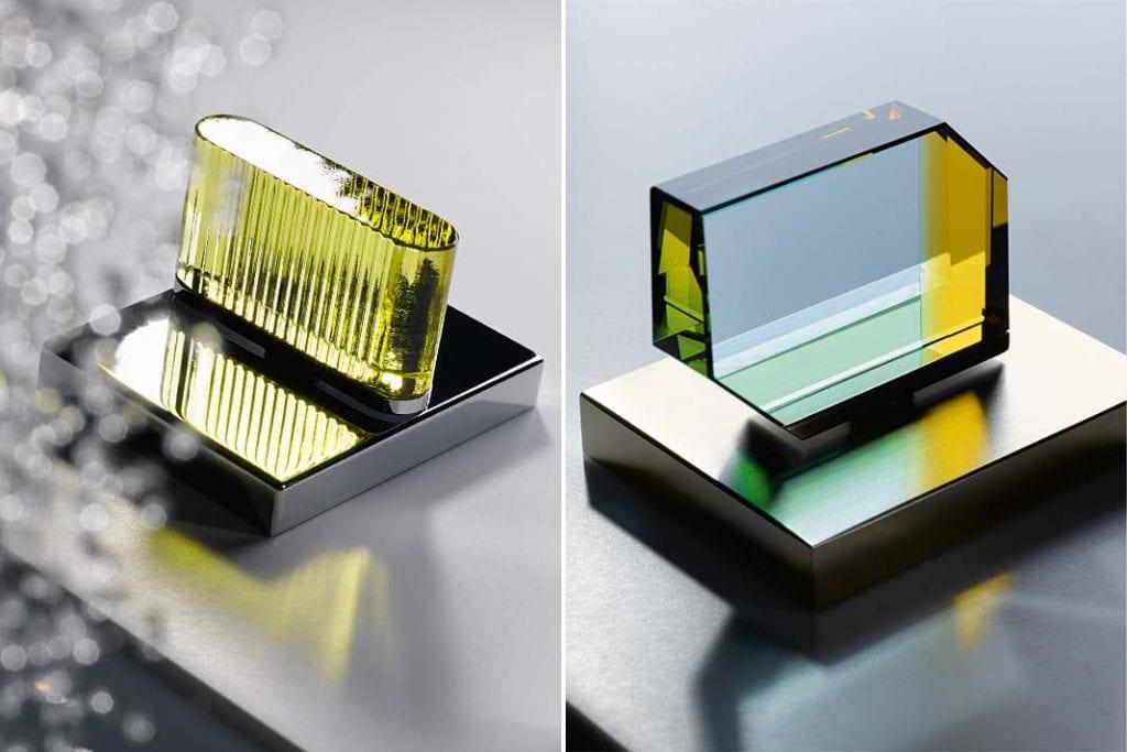 Mieniące się w promieniach słońca kryształowe uchwyty baterii firmy Dornbracht.