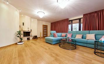 Podłoga drewniana w salonie od firmy Finish Parkiet.