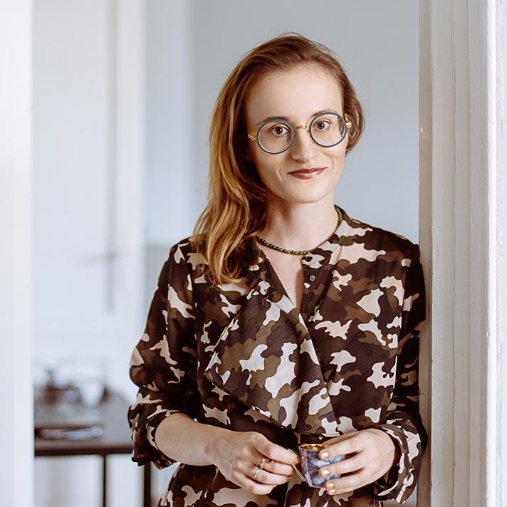 na zdjęciu architekt wnętrz Magdalena Kwoczka z pracowni Finchstudio