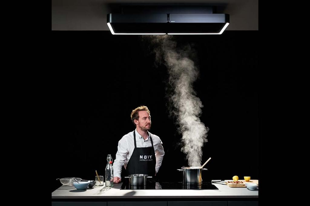 Okap Novy Cloud zoferty Comitor wychwytuje powstające podczas gotowania opary, zapachy itłuszcze. Dodatkowo pełni funkcję lampy.