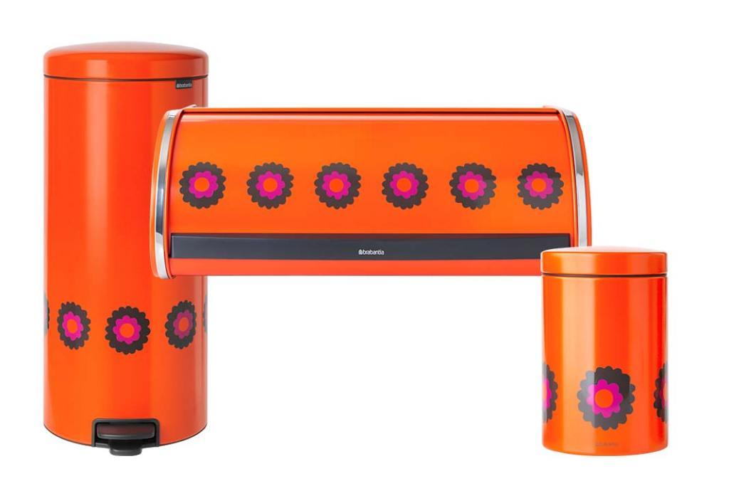 seria kultowych pojemników Patrice NewIcon na zdjęciu kosz na odpady, chlebak i pojemnik na produkty sypkie firmy Brabantia