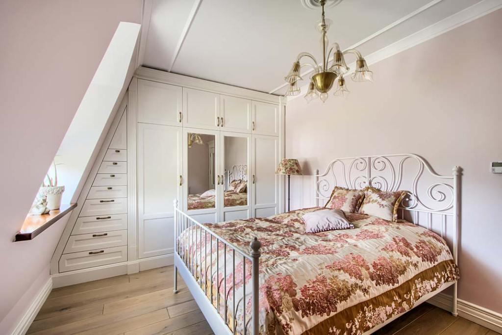 Aranżacja sypialnia w stylu klasycznym.