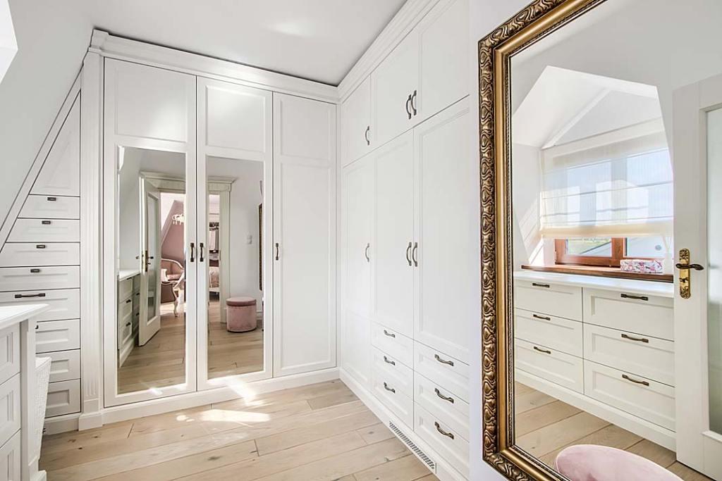 Wnętrze garderoby w stylu klasycznym
