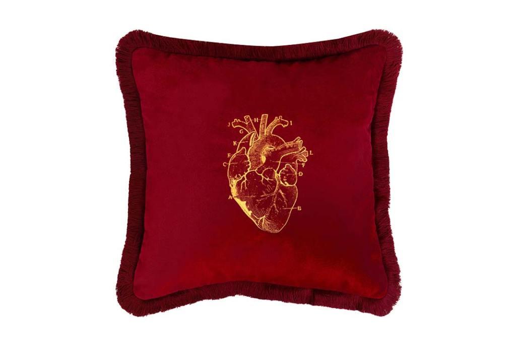 Aksamitna poduszka zwyrafinowanym haftem odMaja Laptos Studio