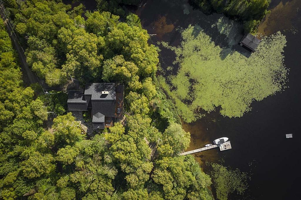 Nowoczesny dom drewniany nad jeziorem, po modernizacji