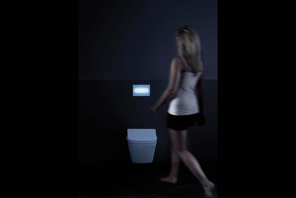 Modna łazienka, trendy 2021. Elektroniczny przycisk spłukujący TECElux Mini