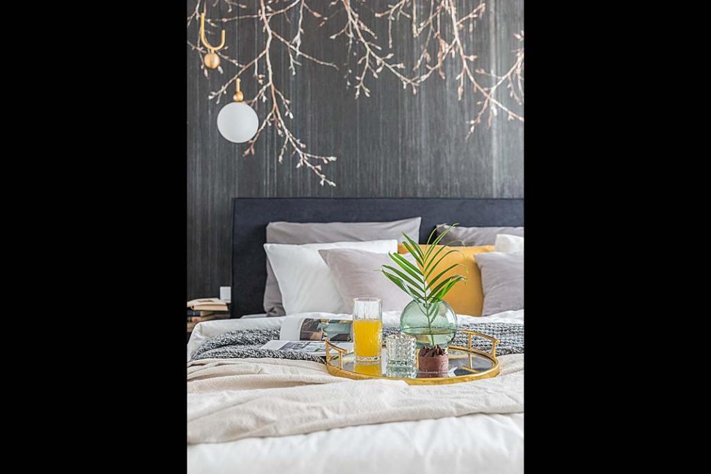 Komfortowy sen Sypialnia w mieszkaniu pokazowym w sPlace Park w Warszawie Projekt DECOROOM