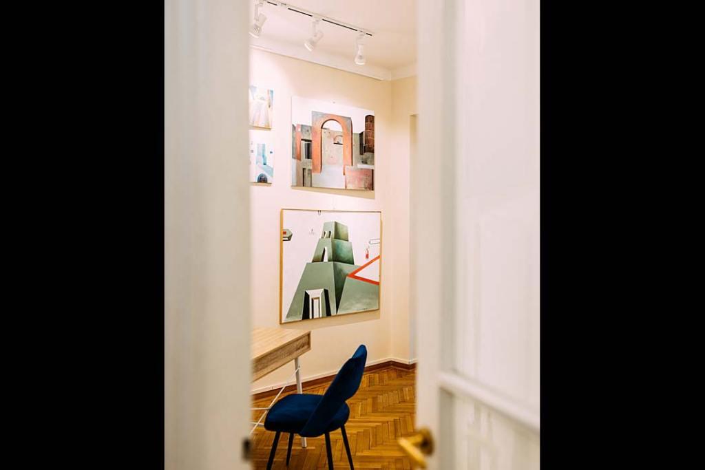 Sztuka w biurze. Wnętrze Galerii Xanadu zobrazami Ewy Miazek. Fot. Adam Kruczek