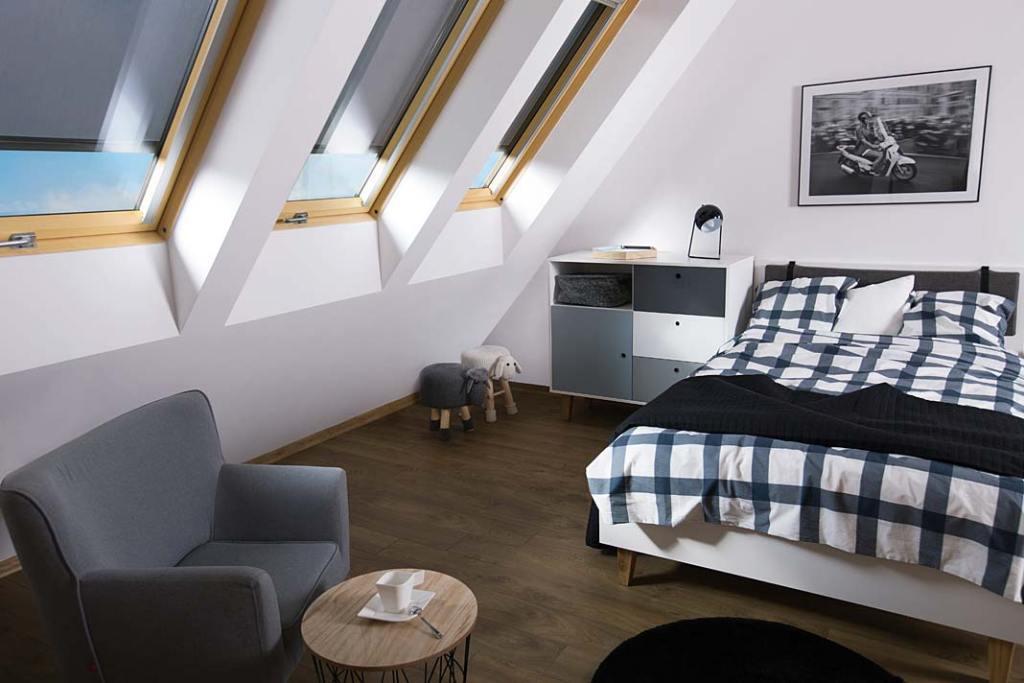 Okna dachowe w sypialni na poddaszu, Fakro