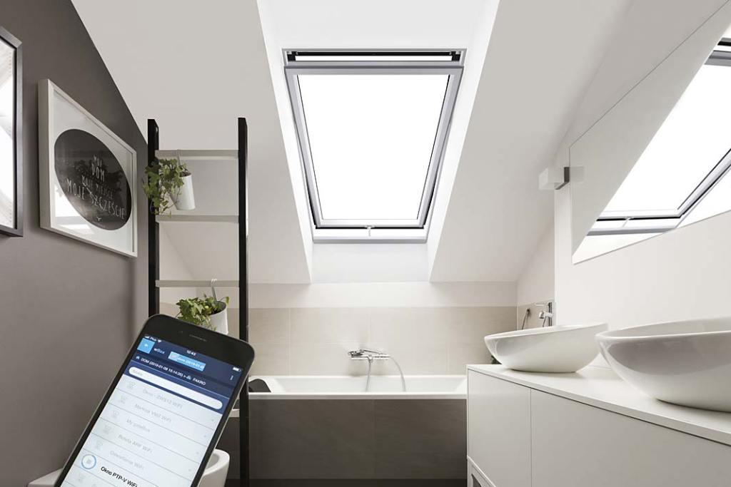 Okno Fakro w łazience na poddaszu