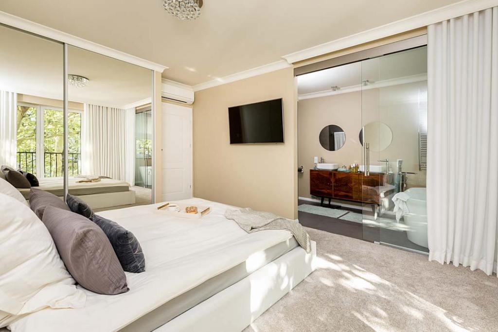 Oświetlenie sypialni z lustrami Projekt Monika Staniec Fot Łukasz Bera