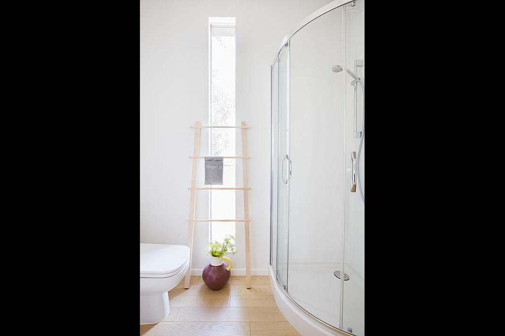 Wnętrze domu Solace House, łazienka