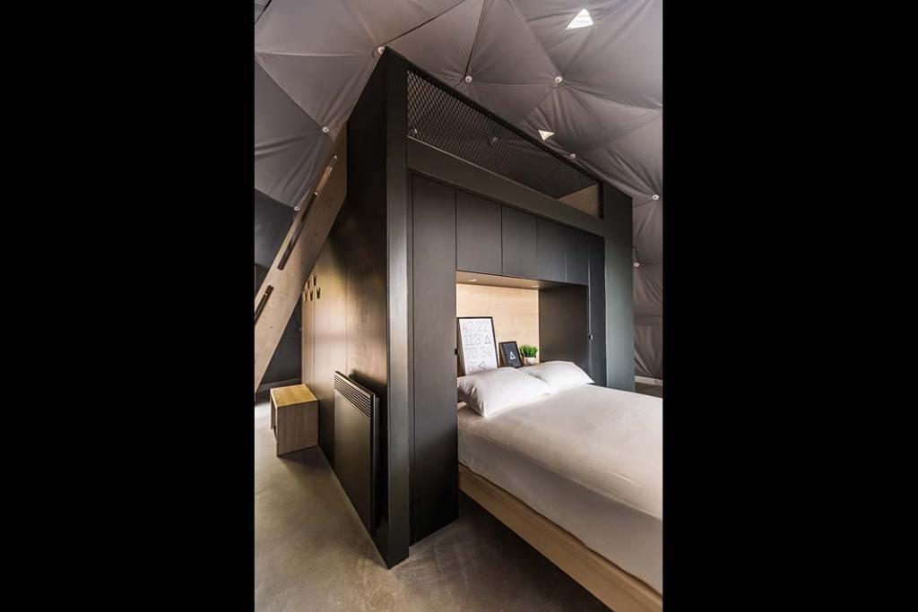Wnętrze domu mobilnego Domes Charlevoix, sypialnia