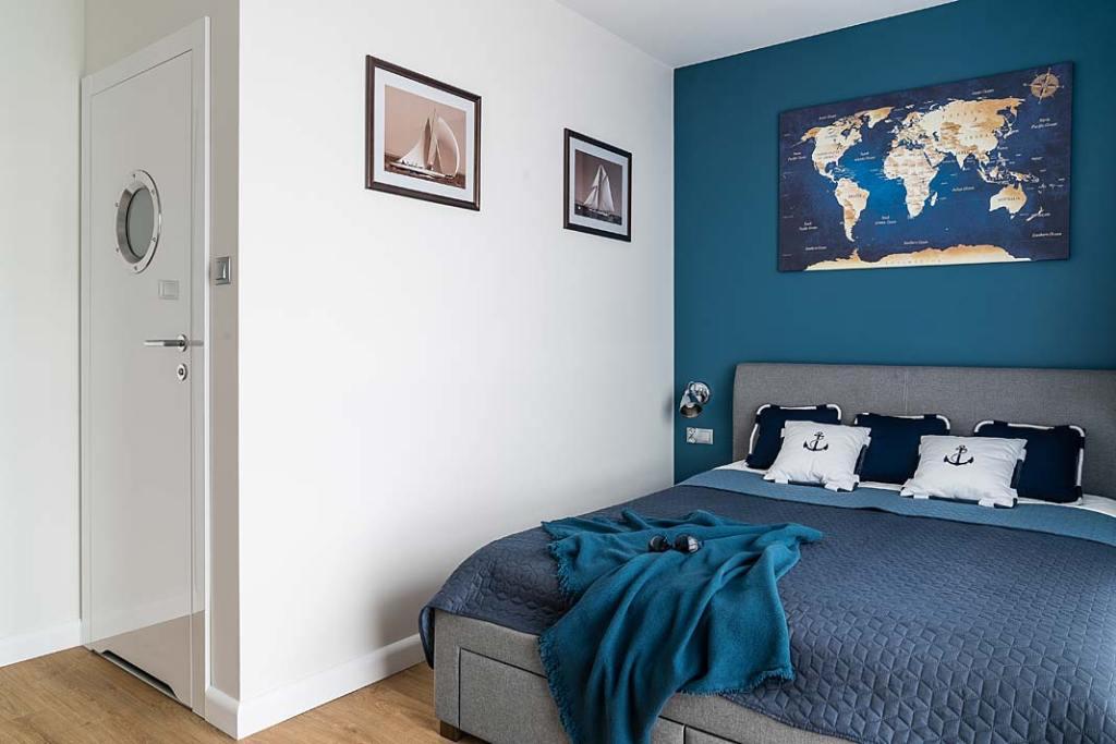 Wnętrza z żeglarskim klimatem - sypialnia dla gości. Projekt: Estera i Robert Sosnowscy. Fot. Fotomohito