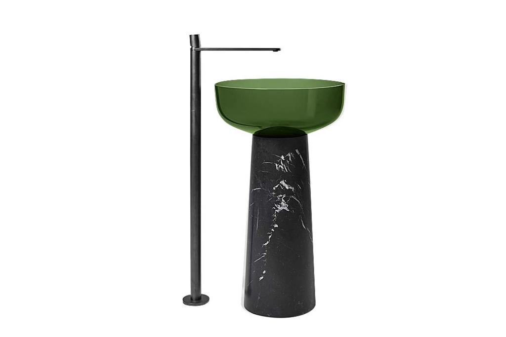 Modna łazienka, trendy 2021. Zielona wolnostojąca umywalka Albume marki Antonio Lupi
