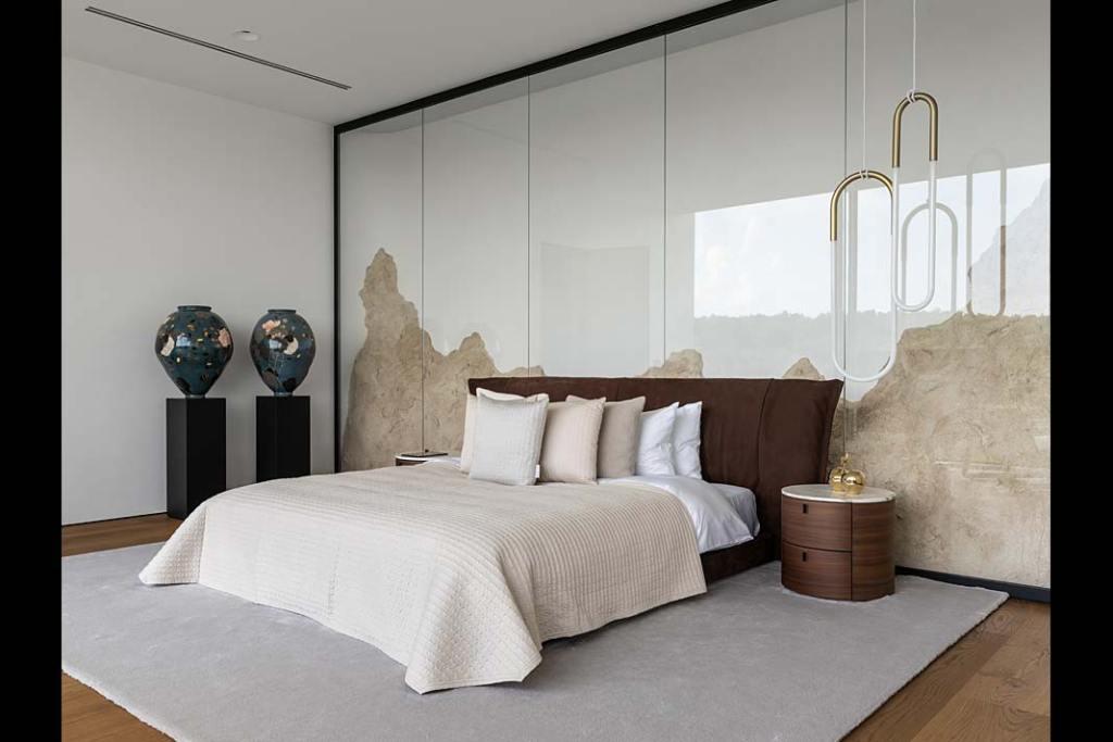 Luksusowa sypialnia z garderobą w ekskluzywnej rezydencji