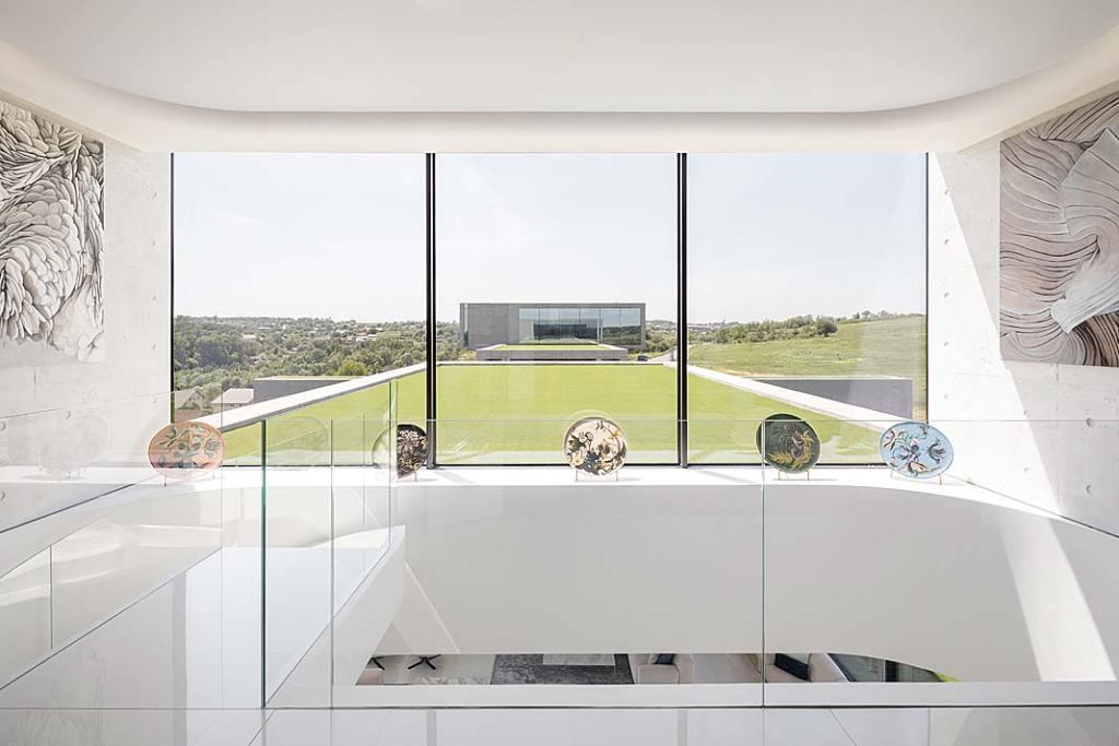 Niesamowita, luksusowa rezydencja składa się z dwóch bliźniaczych budynków