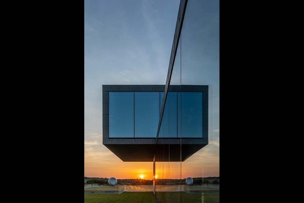 Nowoczesna architektura redydencjonalna i szklane ściany