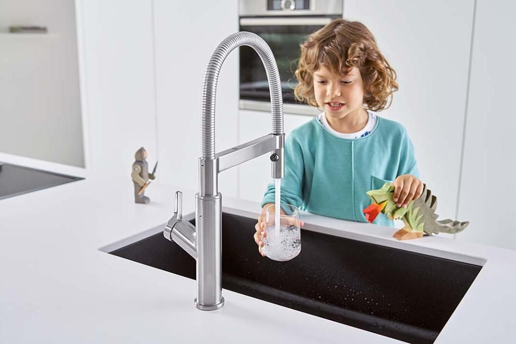 Jak zaoszczędzić wodę w kuchni?Przyda się bateria Solenta S Senso marki Blanco