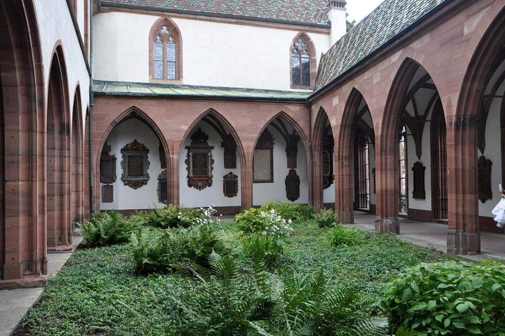 Ogrody Bazylei. Ogród dawnego wirydarza przy katedrze
