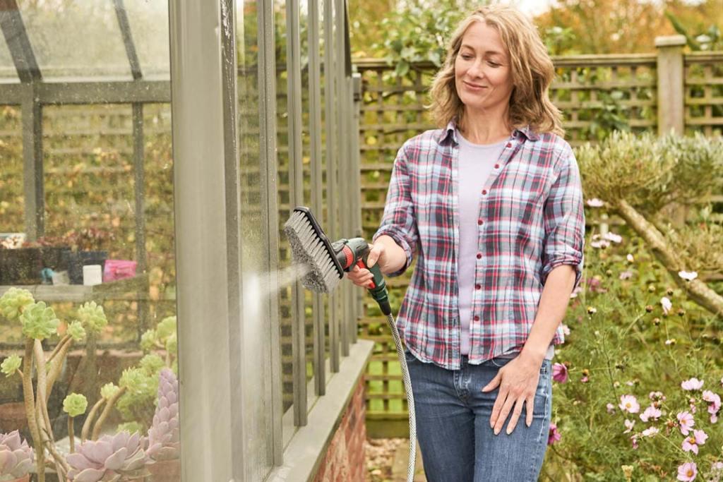 Ogród na wiosnę. Bezprzewodowa myjka ciśnieniowa Bosch Fontus
