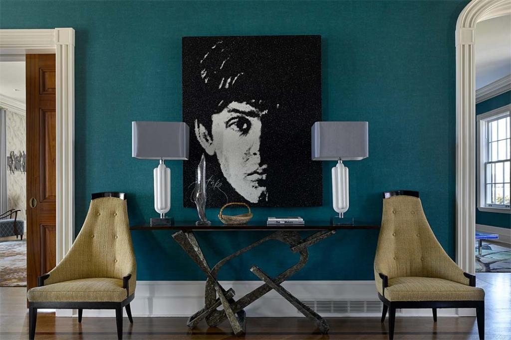 Eklektyczny wystrój apartamentu jest połączeniem elementów klasycznych i nowoczesnych