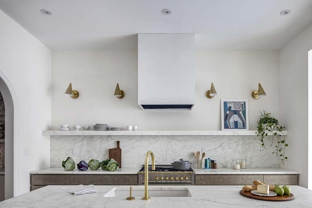 Elegancka kuchnia bez górnych szafek
