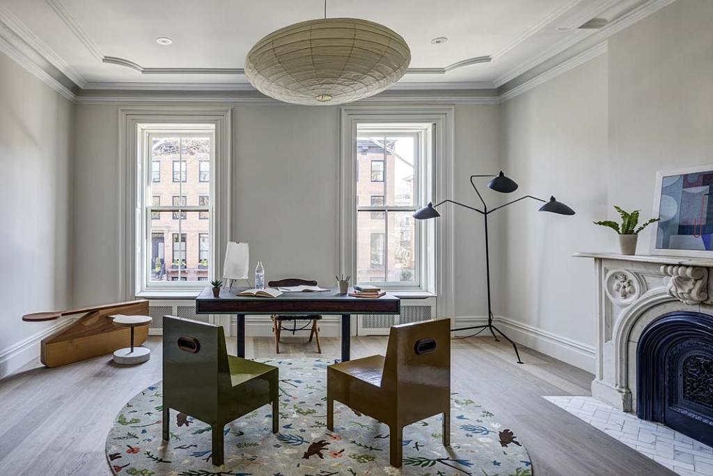 Przytulny apartament. Gabinet z kominkiem w XIX-wiecznej kamienicy na Brooklynie