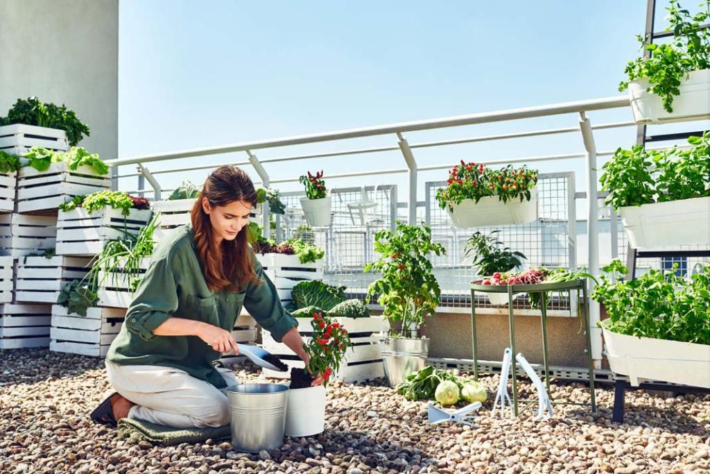 Ogród na wiosnę. Łopatka Pastel marki Cellfast