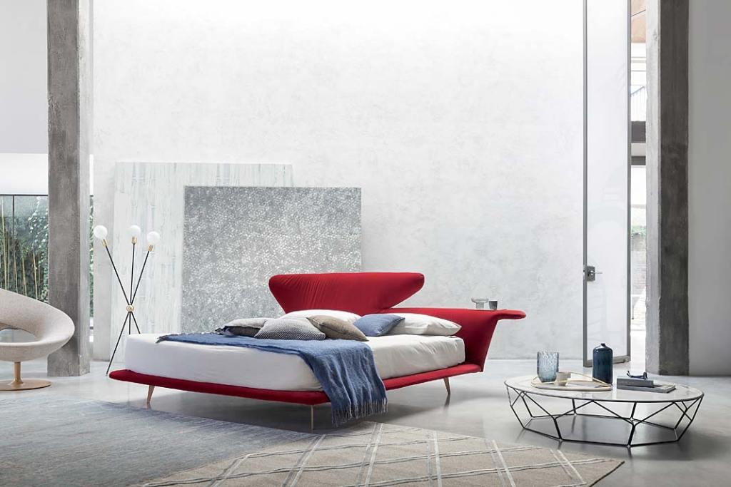 Czerwień we wnętrzu. Łóżko Lovy marki Bonaldo