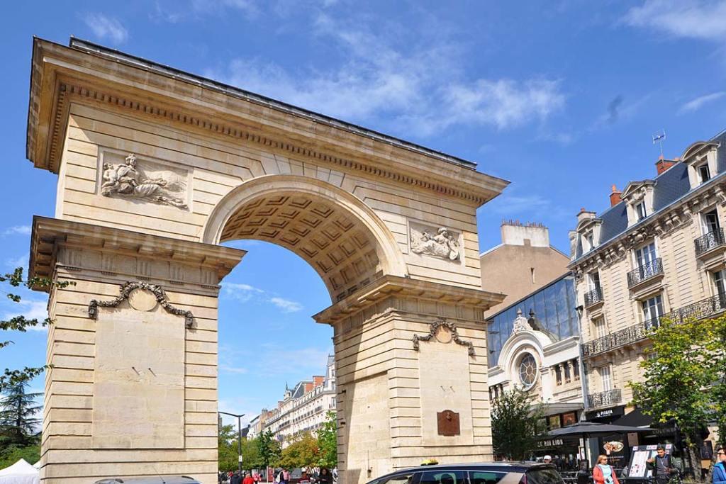 Łuk triumfalny na placu Darcy w Dijon