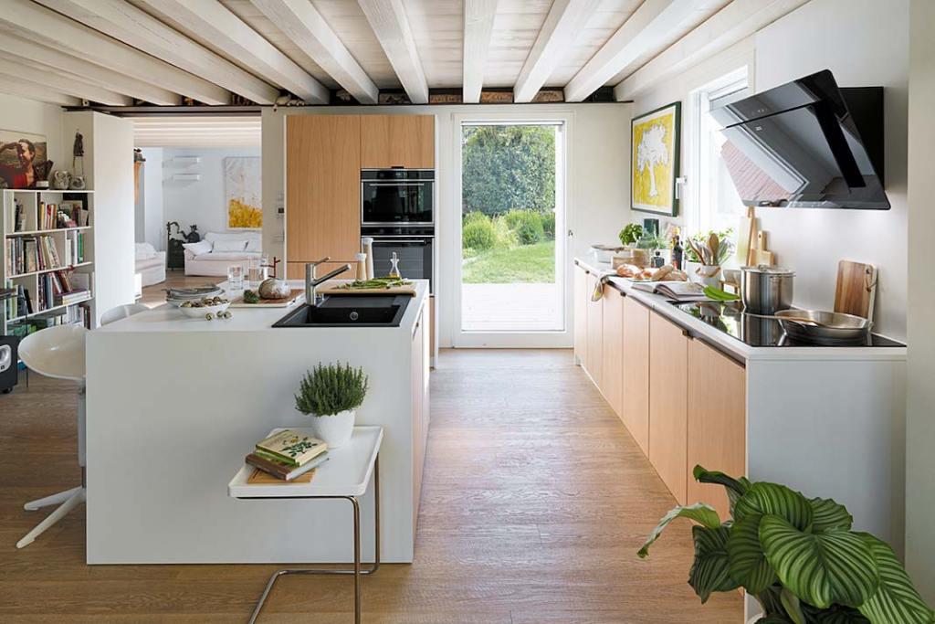 Nowoczesna kuchnia wyposażona w urządzenia AGD marki Franke