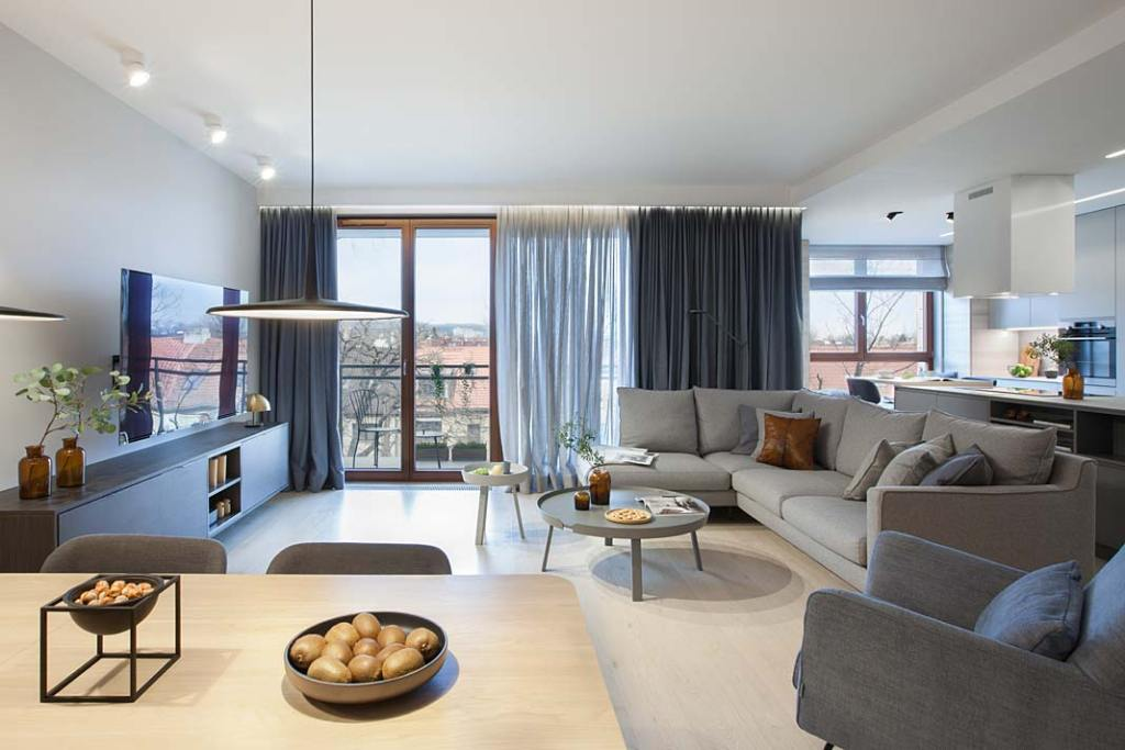 Nowoczesny apartament zaprojektowany przez Natalię Jargiełło, widok na salon
