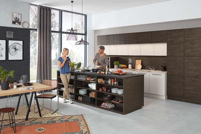 Otwarta kuchnia wyposażona w meble Nova Lack od Nolte Küchen