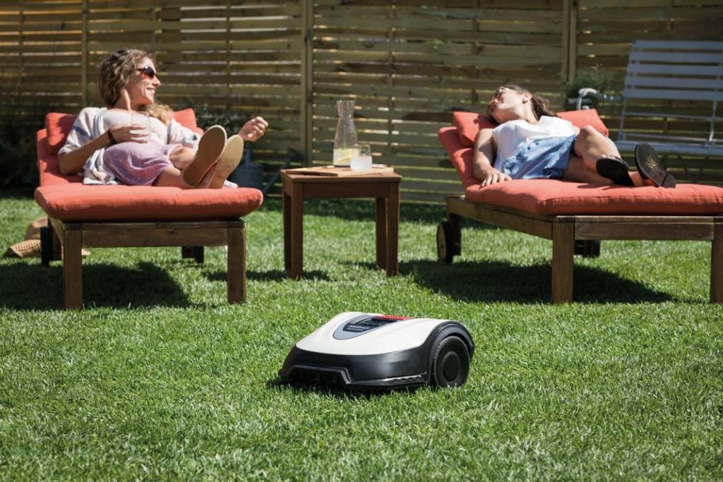 Ogród na wiosnę. Robot koszący Honda Miimo 310
