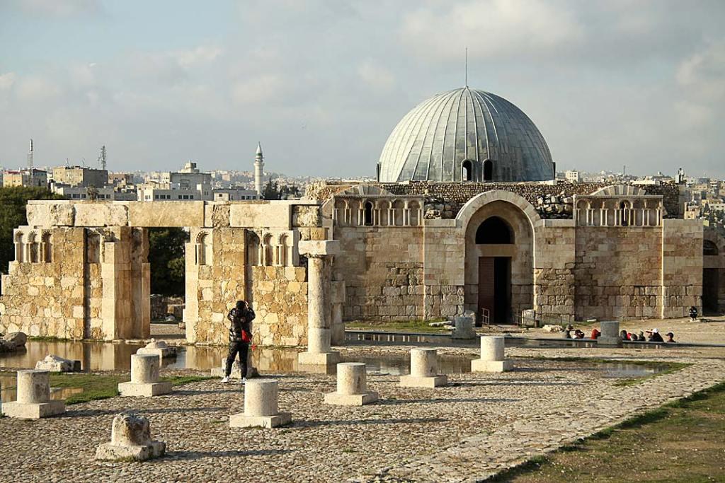Atrakcje Jordanii: ruiny pałacu Umajjadów nacytadeli wAmmanie
