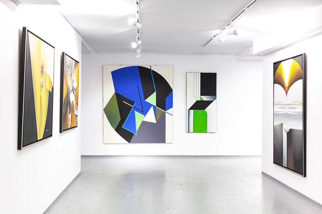 Sala w Galerii Xanadu z pracami Aliny Dorady-Krawczyk i Moniki Kopczewskiej. Rynek sztuki w Polsce