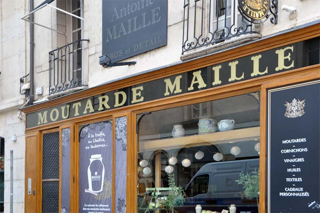 Kuchnia Burgundii. Sklep oferujący różne rodzaje musztardy Dijon