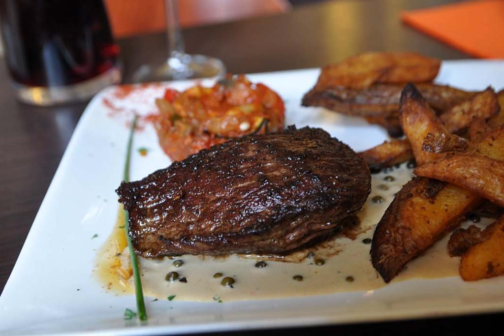 Kuchnia Burgundii. Stek z wołowiny Charolaiis