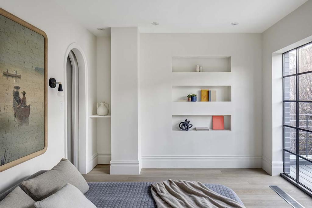 Przytulny apartament. Sypialnia utrzymana w jasnej, neutralnej kolorystyce