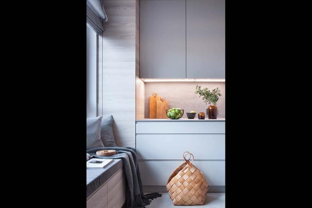 Tapicerowane siedzisko pod oknem w kuchni. Projekt: Natalia Jargiełło