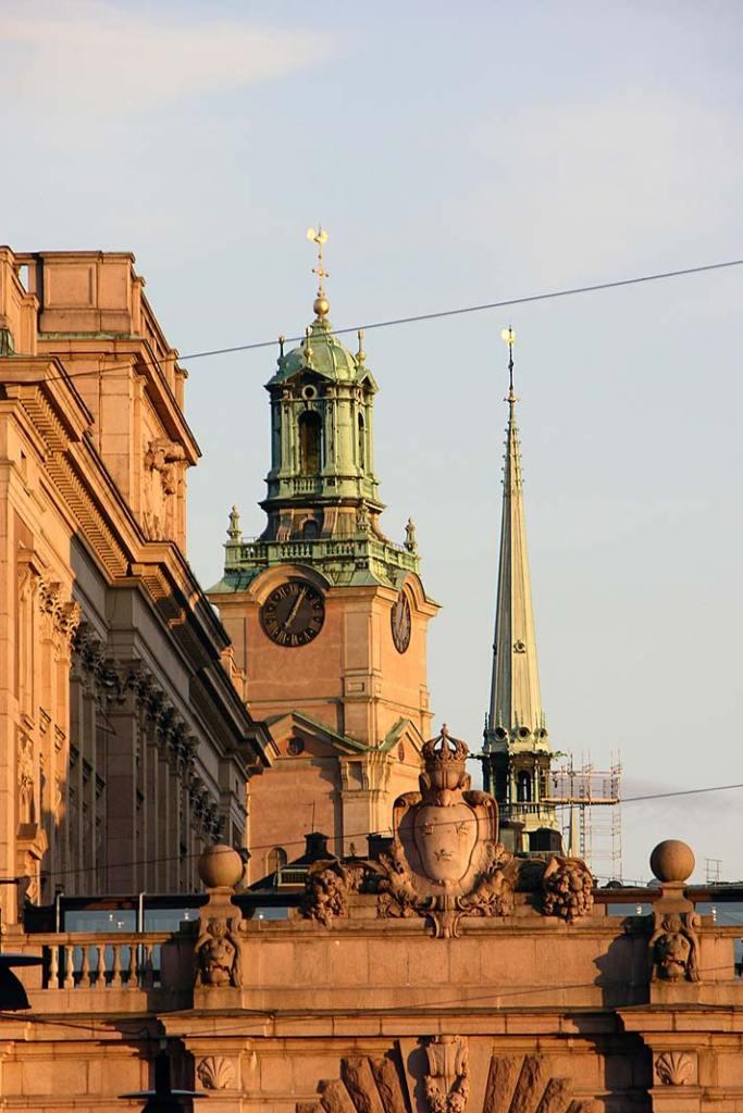 Wieża katedry wSztokholmie. Atrakcje Szwecji