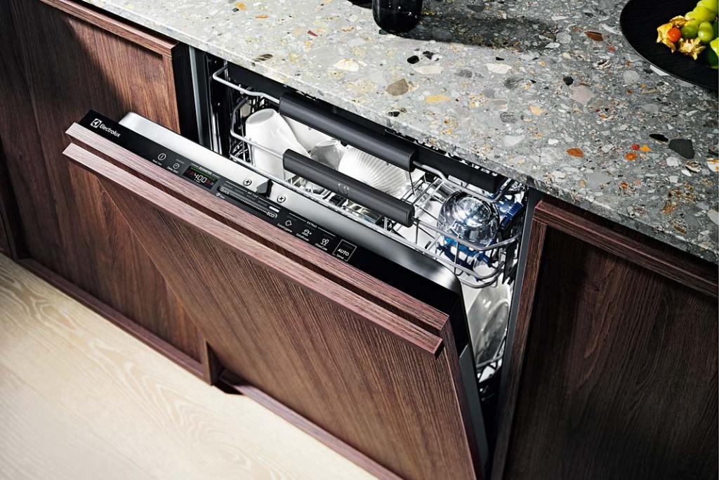 Jak zaoszczędzić wodę w kuchni? Zmywarka Quick SElect marki Electrolux